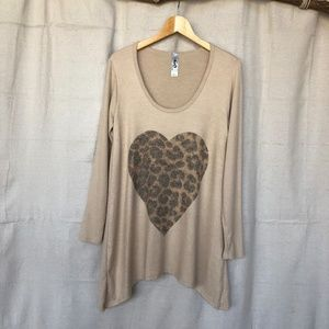 GO Couture Cheetah Print Heart Scoop Neck Tunic